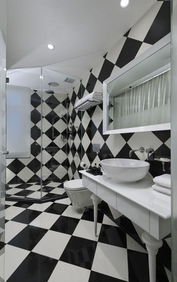 Black and White Stylist Bathroom